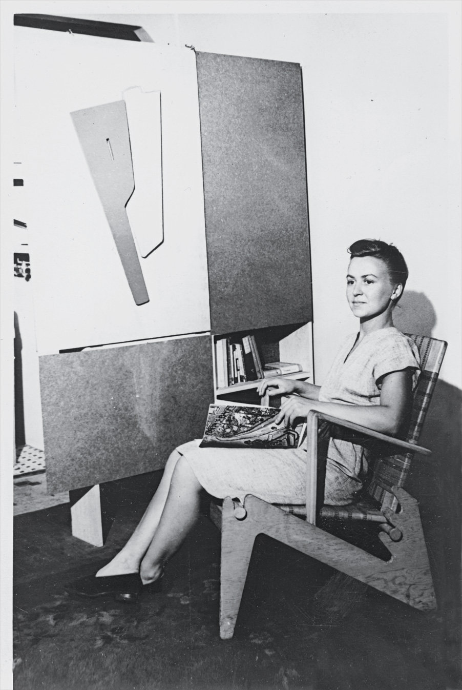 Anne Tyng in 1945 with her furniture designs. Anne Griswold Tyng Collection/The Architectural Archives, University of Pennsylvania