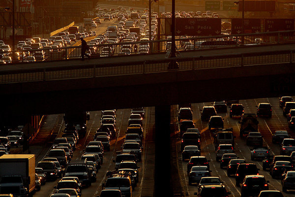 Traffic on the I-110 Harbor Freeway. (Luis Sinco/Los Angeles Times)