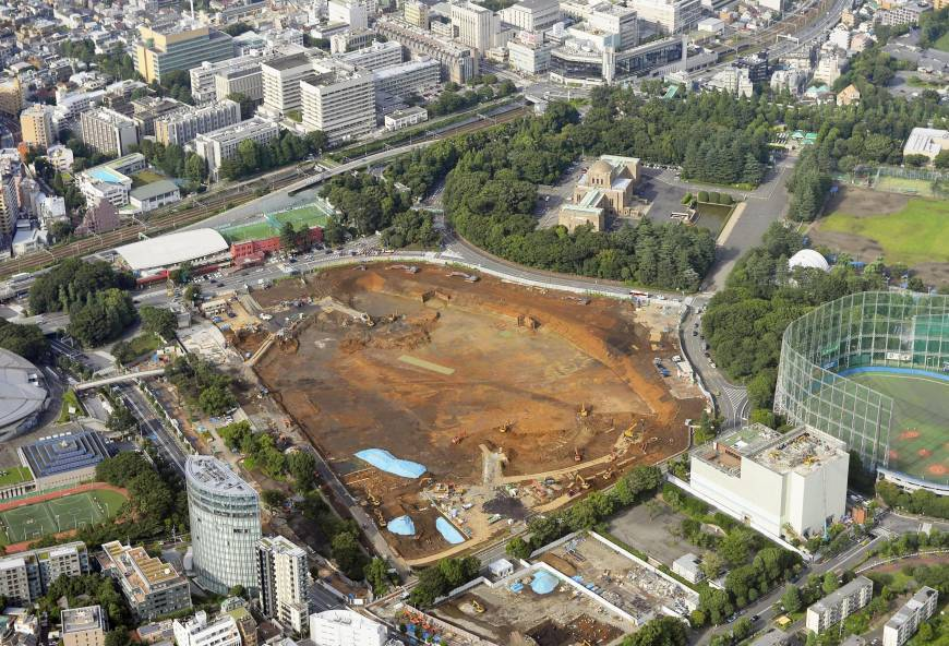 Tabula rasa: the previous National Stadium for the 1964 Tokyo Olympics has already been demolished. The site in the Shinjuku ward is currently being prepared for the new stadium to come. (Photo: Kyodo; Image via japantimes.co.jp)