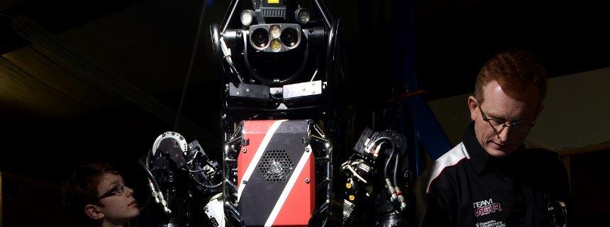 Oskar von Stryk, right, a German robotics expert, shows a group of students the Atlas robot. Team ViGIR, a collaborative effort between TORC Robotics of Christiansburg, Virginia, the Technical University of Darmstadt, Virginia Tech University and Oregon State University, plans to compete in the DARPA Robotics Challenge on Dec. 20 and 21. (Pat Jarrett/ Polaris/ DER SPIEGEL)