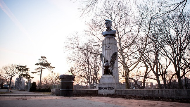 Bronze bust of NSA-whistleblower Edward Snowden in Brooklyn's Fort Greene Park on Monday, April 6, 2015. (Photo: AYMANN ISMAIL/ANIMALNEWYORK; via mashable.com)