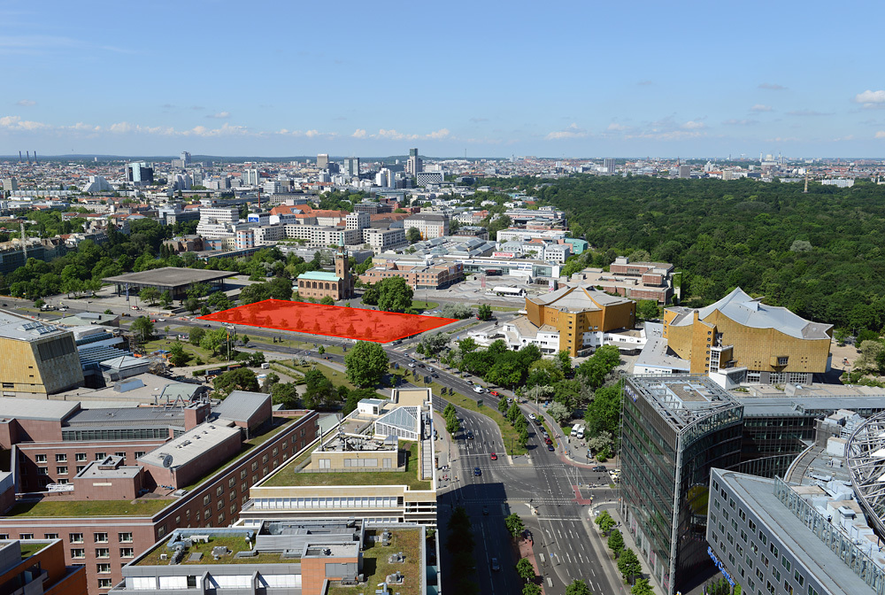 """Sandwiched between Mies van der Rohe's Neue Nationalgalerie and Hans Scharoun's building ensemble of Berlin State Library, Philharmonie, and Chamber Music Hall, the site for the new """"Museum der Moderne"""" facility carries high expectations for spatial reconciliation. (Photo: Philipp Eder, via kulturforum-berlin.de)"""