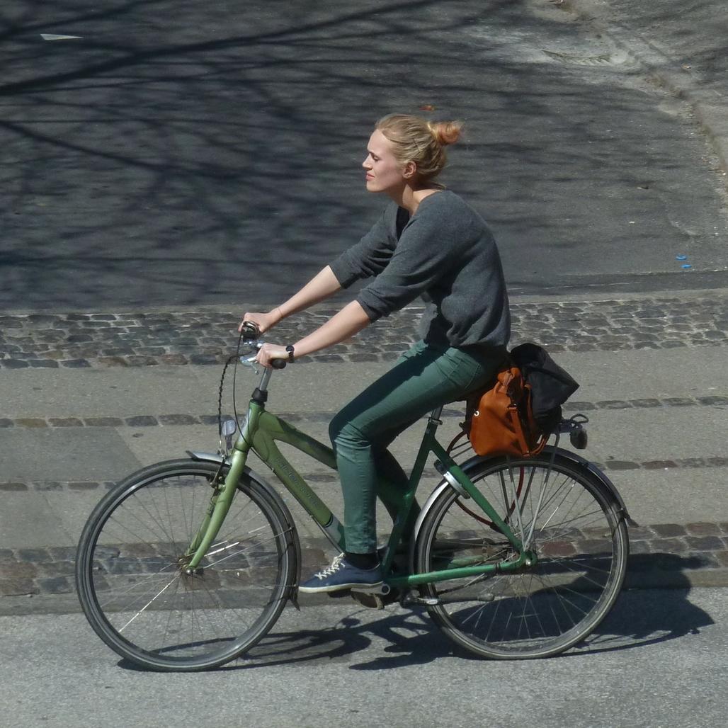 An urban bicyclist (photo courtesy of Comrade Foot).
