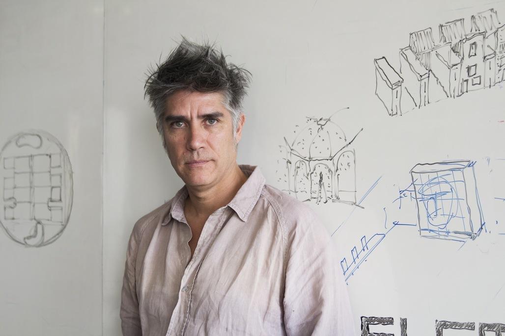 Alejandro Aravena. Image via cdn.platagormaurbana.cl.