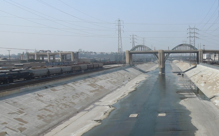 Photo of the ongoing 6th Street viaduct pier demolition on June 30, 2016. (Image via sixthstreetviaduct.org)