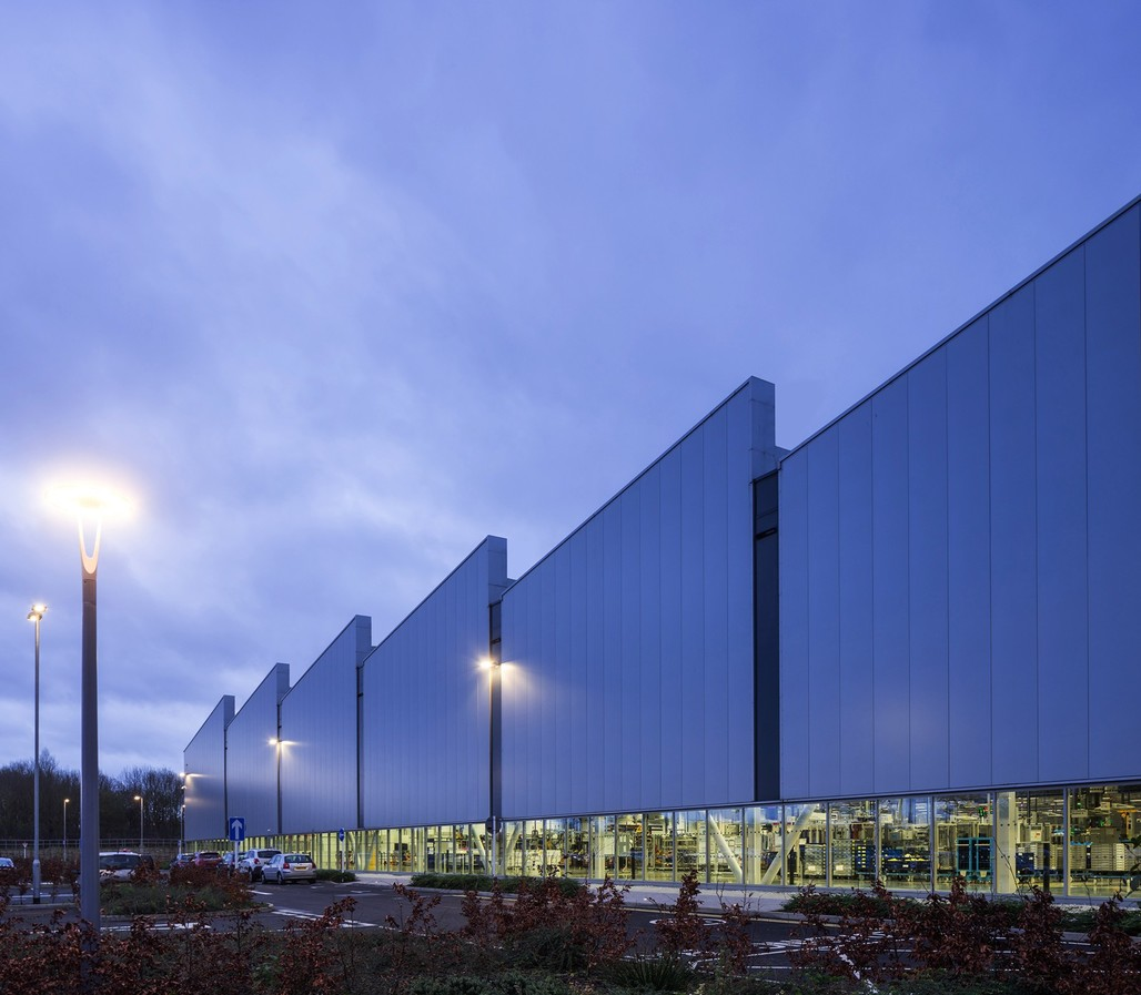 Jaguar Land Rover Engine Manufacturing Centre by Arup Associates. Photo: Simon Kennedy.