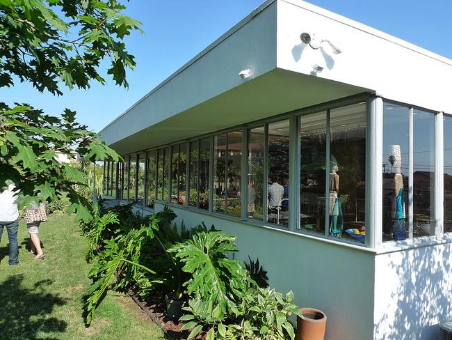 via The Lukens House designed by Soriano via Orhan Ayyüce (exterior)