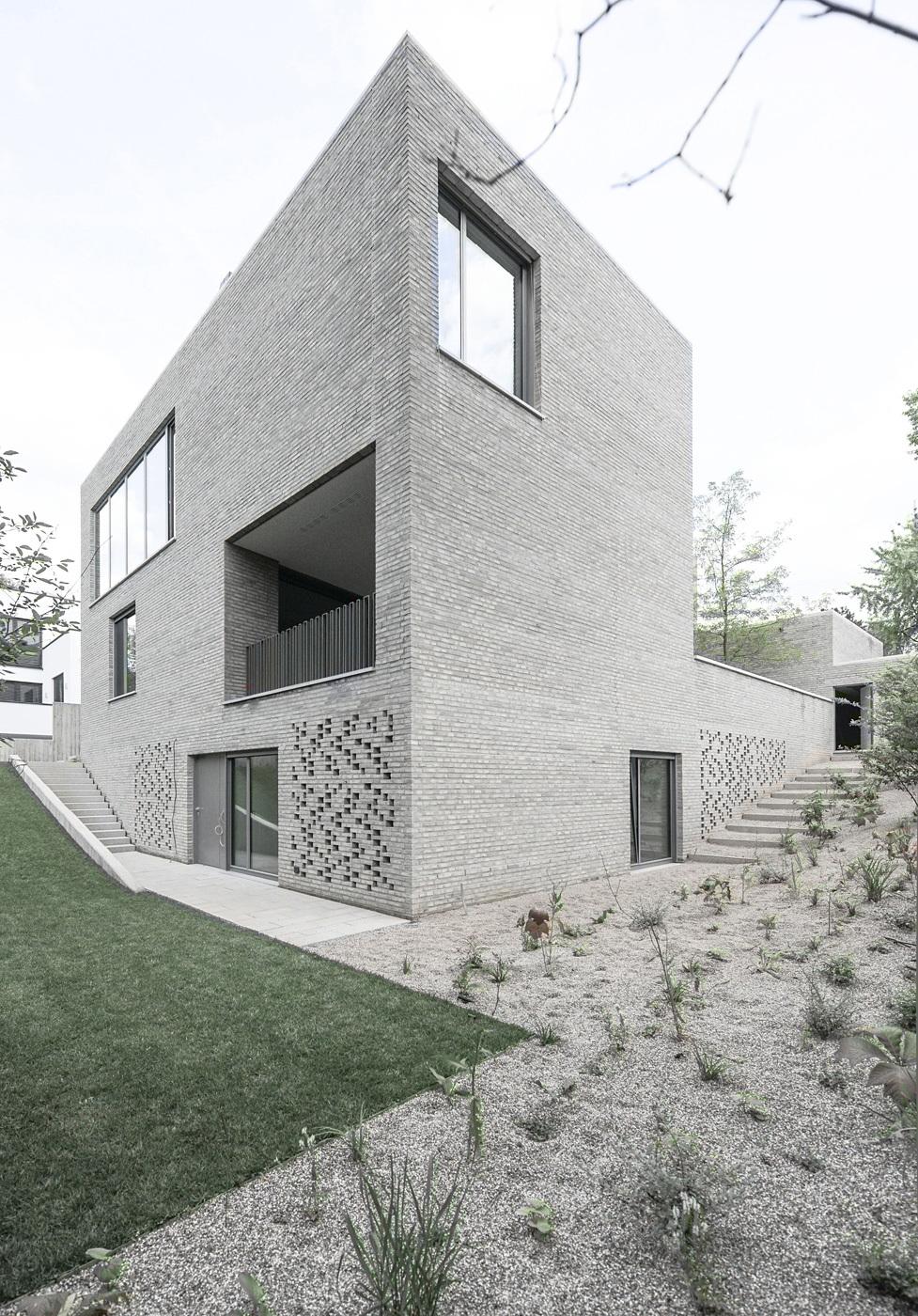 House Z in Frankfurt, Germany by Bayer und Strobel Architekten; Photo: Peter Strobel