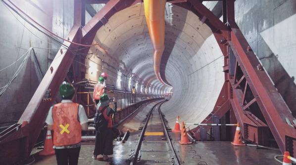 """Construction of the first two lines for the Jakarta Mass Rapid Transit system is finally underway, but the east-west line won't be operational before 2018 (2020 for the north-south line). Urban planning expert Deden Rukmana says the city """"should have begun building this 10 years ago so that it could be expanding the system now."""" (Photo: @farrelladm on Instagram; Image via inverse.com)"""