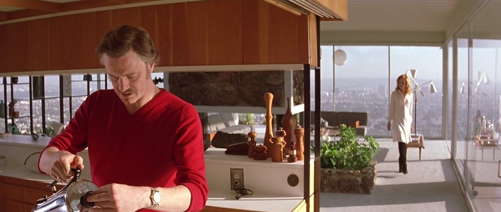 """A screenshot from 2005's """"Where the Truth Lies,"""" showing off the Stahl House's modified upper wooden cabinetry (originally, there were semi-opaque panels)."""