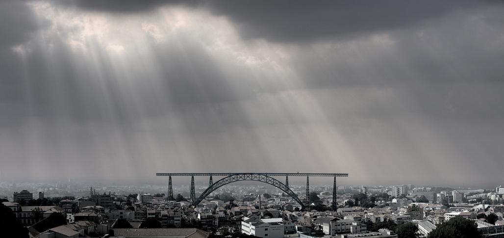 Proposal of the relocation of the D. Maria Pia Bridge in Oporto, Portugal by architects Pedro Bandeira and Pedro Nuno Ramalho. © Bandeira/Ramalho. Image courtesy of Ana Laureano Alves.