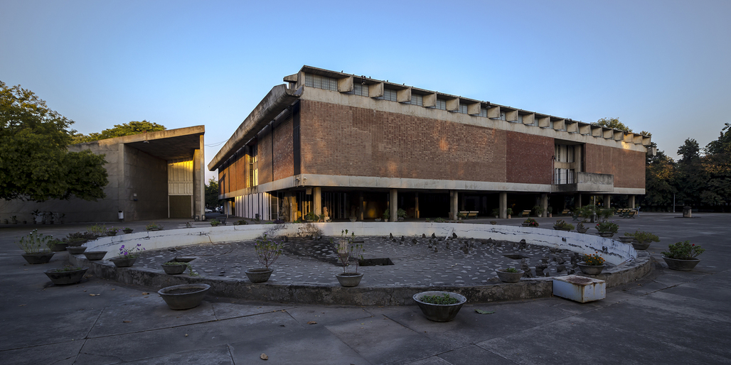Government Museum and Art Gallery in Chandigarh, India. Designed by Le Corbusier. Photo via wikimedia commons.