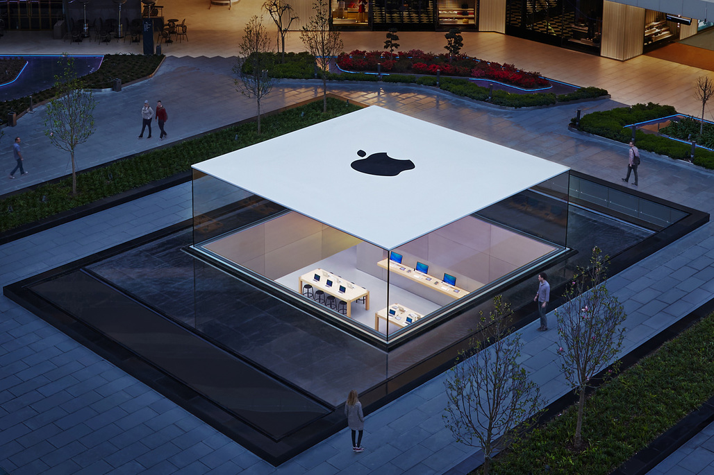 """The Glass Lantern"" by Eckersley O'Callaghan at the Apple Store in Istanbul, Turkey. Photo: Roy Zipstein."