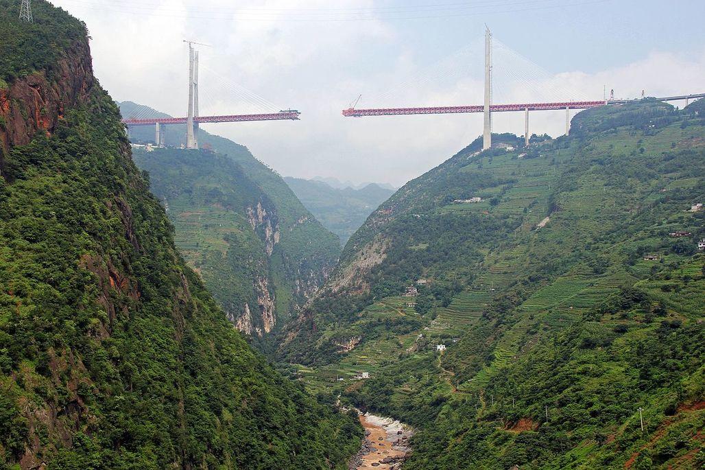"Photo of the Beipanjiang Duge Bridge under construction in 2016. (Photo: Eric Sakowski; Image via <a href=""http://www.highestbridges.com/wiki/index.php?title=Beipanjiang_Bridge_Duge"" target=""_blank"">HighestBridges.com</a>)"