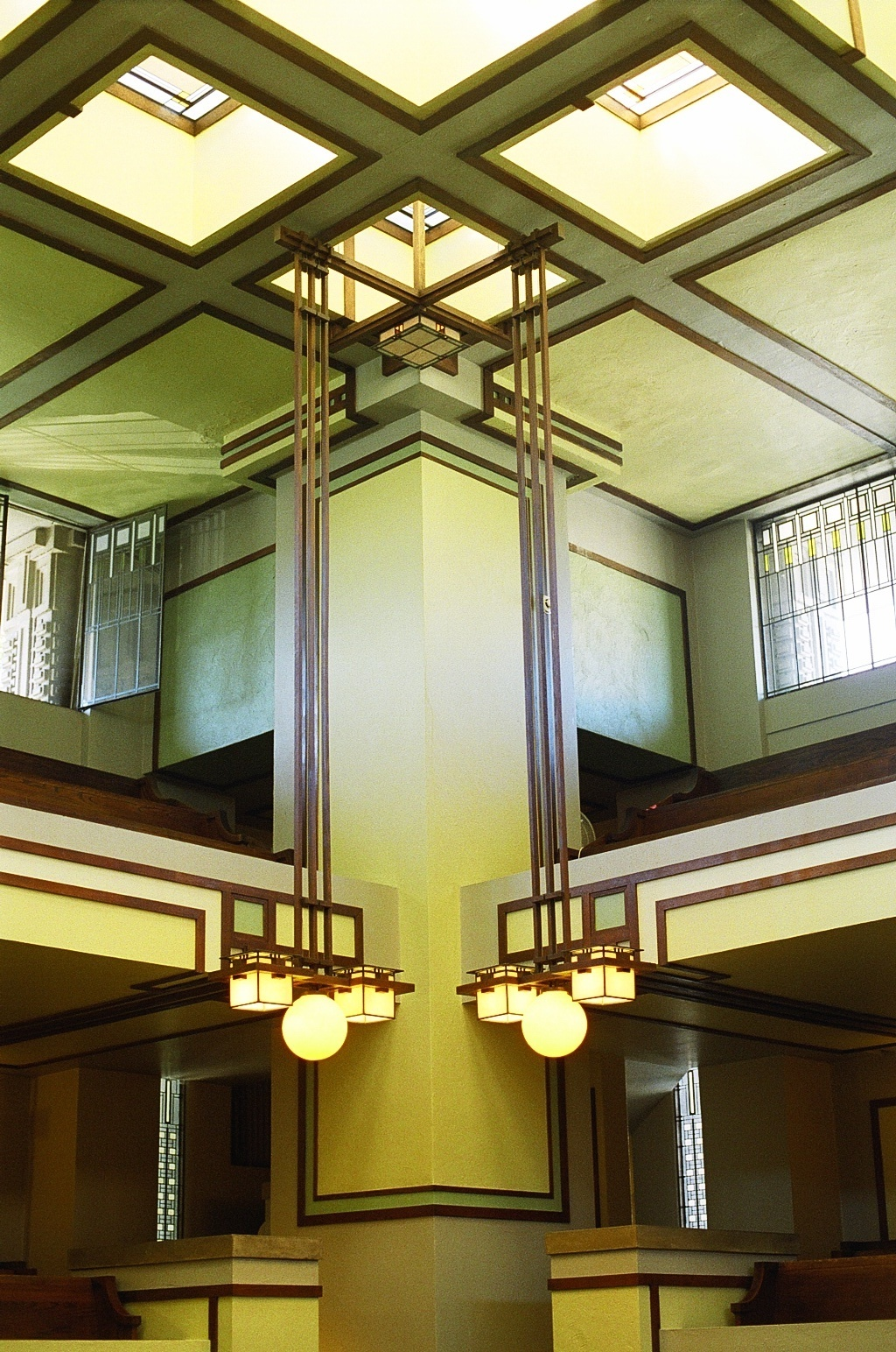 Unity Temple's gorgeous interior—built between 1905 and 1908—prior to the current renovation. Photo via Wikimedia Commons.