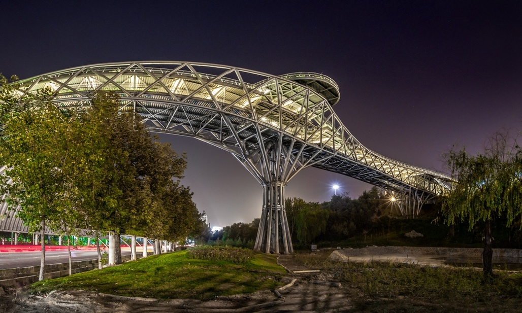 Tehran's new popular Tabiat bridge was designed by (then) 26-year-old architecture student Leila Araghian. (Photograph: Mohammad Hassan Ettefagh; Image via theguardian.com)