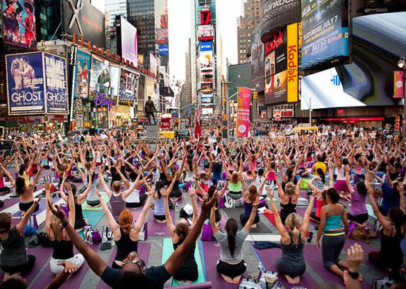 Yoga in New York's Times Square. Image via nyhabitat.com