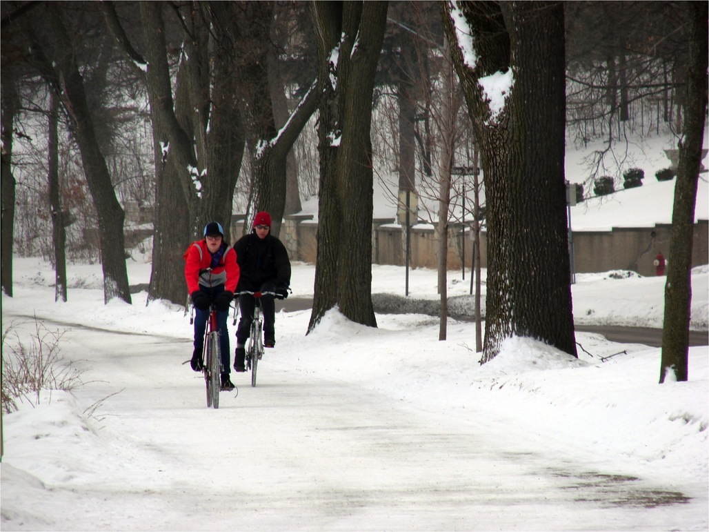 Minneapolis cyclists, image via usa.streetsblog.com.