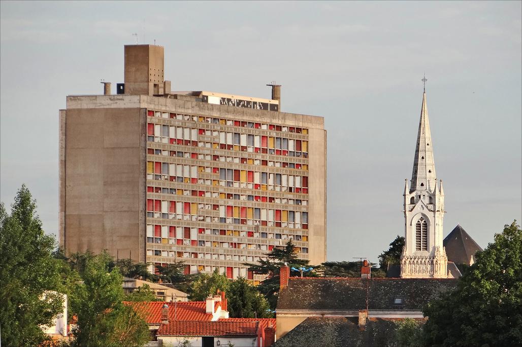 Le Corbusier's Cité Radieuse, Marseilles, France. Image via Wikipedia.