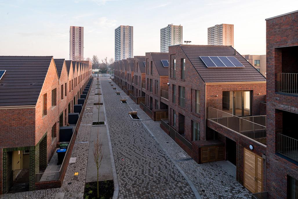 Dujardin Mews by Karakusevic Carson Architects with Maccreanor Lavington. Location: Ponders End, north London, England. Photo: Mark Hadden.