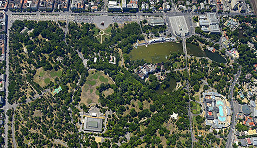 The museum complex will be on the edge of Városliget, Budapest's city park (via theartnewspaper.com)