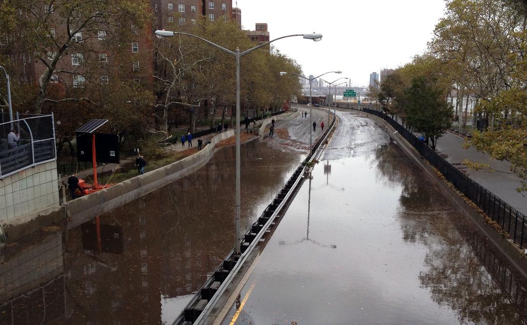 Flooding on FDR Drive. Image via wikimedia.org