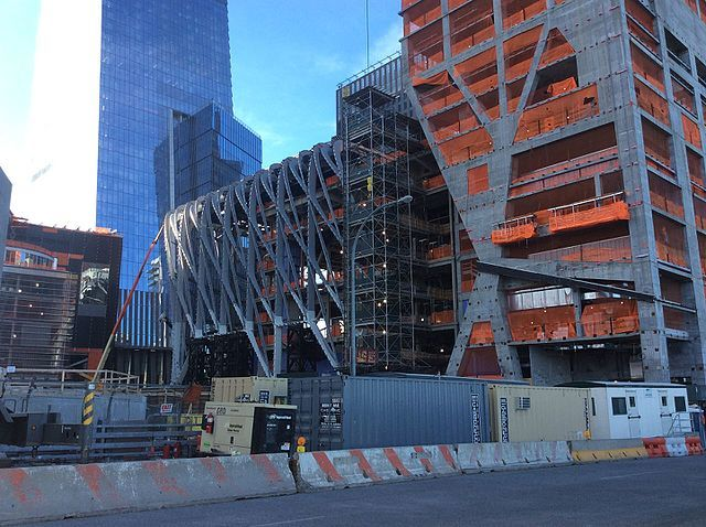 """The Shed in May 2017. Photo via <a href=""""https://commons.wikimedia.org/wiki/File:Hudson_Yards_May_2017_43.jpg""""target=""""_blank"""">Wikipedia</a>."""