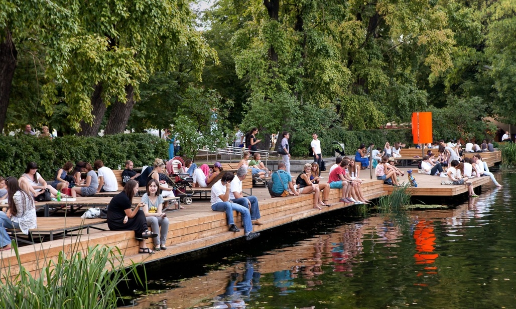 Muscovites enjoying their city's improved livability, here in Gorky Park. (Photo: Wowhaus Archive; Image via theguardian.com)