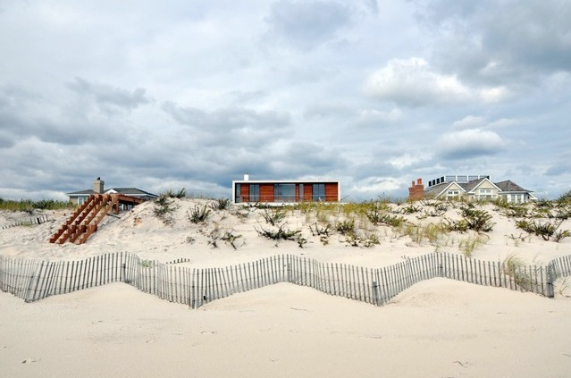 Hamptons. Beach House by Aamodt / Plumb Architects. Image: Aamodt / Plumb Architects
