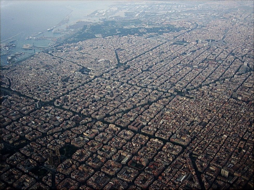 An aerial view of the Barcelona neighborhood of Eixample reveals its gridded plan. Image via wikimedia.