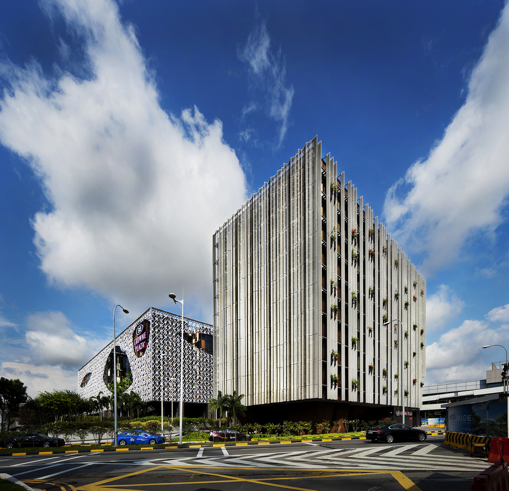 Crowne Plaza Changi Airport hotel extension by WOHA. Photo © Patrick Bingham-Hall.