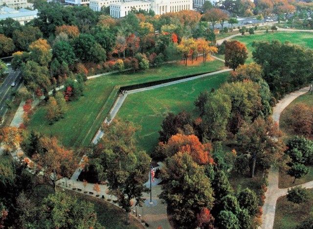 Vietnam Veterans Memorial © MAYA LIN STUDIO INC.:THE PACE GALLERY:PHOTOGRAPH BY TERRY ADAMS,