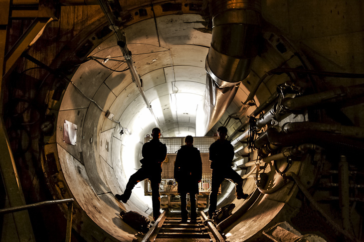 Urban explorers at the entrance of a technical gallery. Image by Pierre-Henry Muller, via wikimedia.org