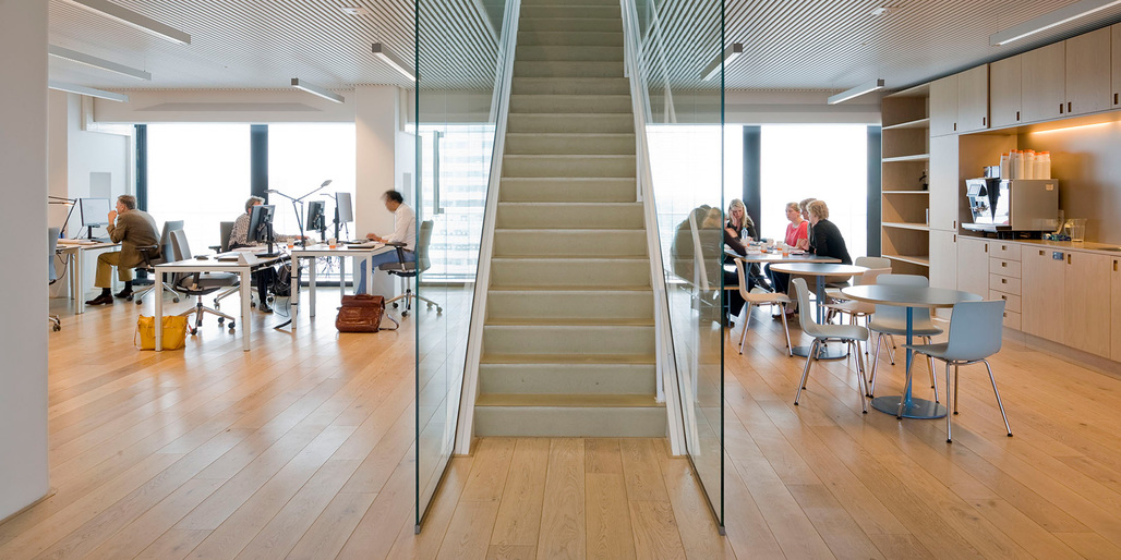 Interior of the completely revamped office spaces (Photo: Marcel van der Burg)