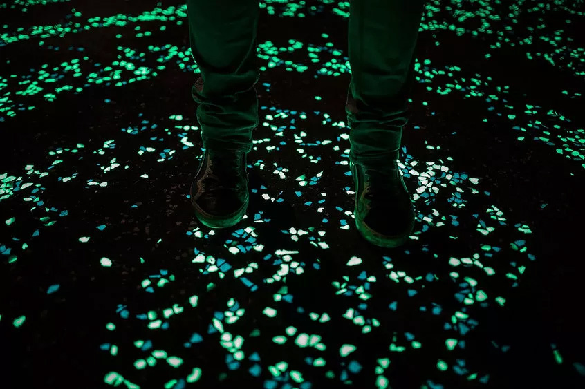 The scientists behind the glowing cement say that it can emit light for around 12 hours. (Image via globalconstructionreview.com)