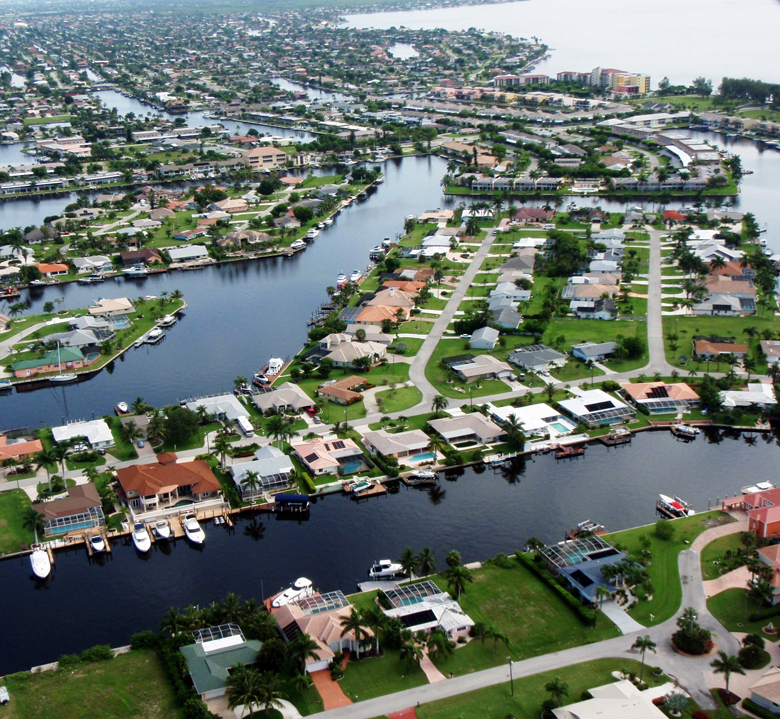 Among the large metros with the fastest population growth between 2014 and 2015, Cape Coral-Fort Myers, Florida took first place in a list dominated by Florida and other southern regions.