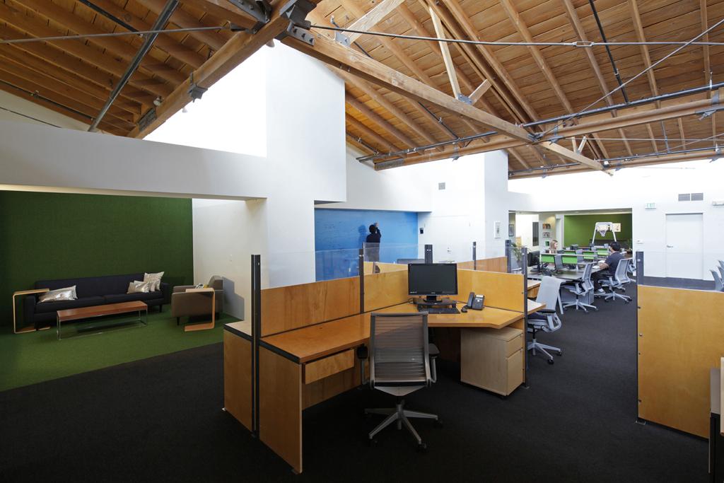 Bullpen with (E) Eric Owen Moss-designed cubicles