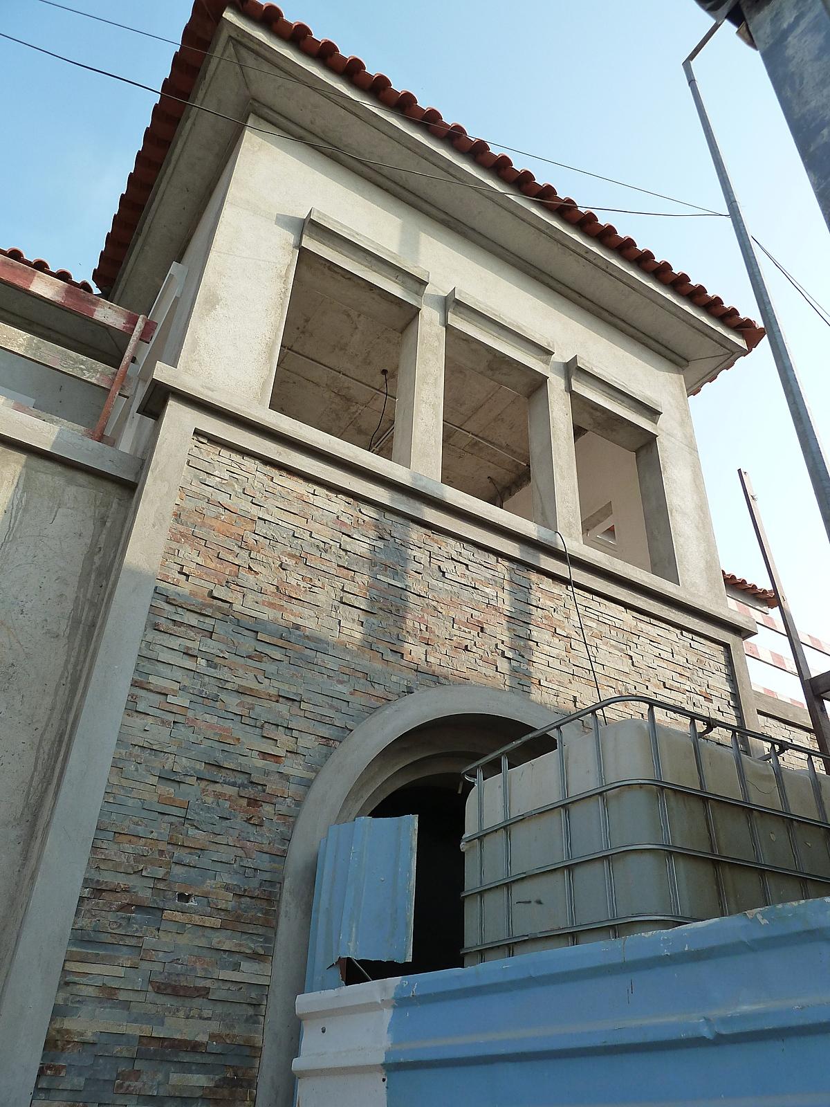 05/14/11: Front Facade tiling in progress