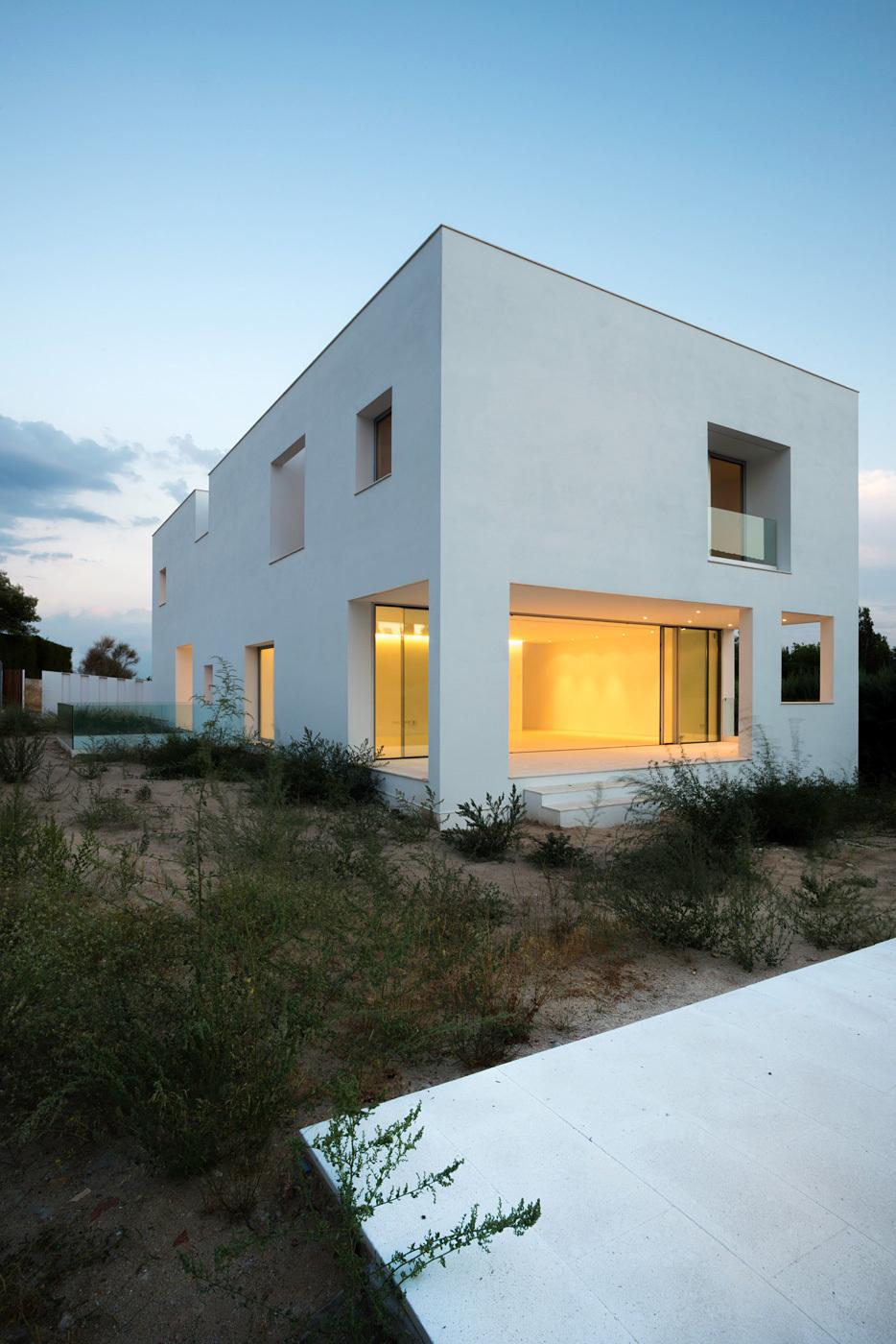 Casa H in Madrid, Spain by Bojaus Arquitectura. Image credit: Joaquín Mosquera.
