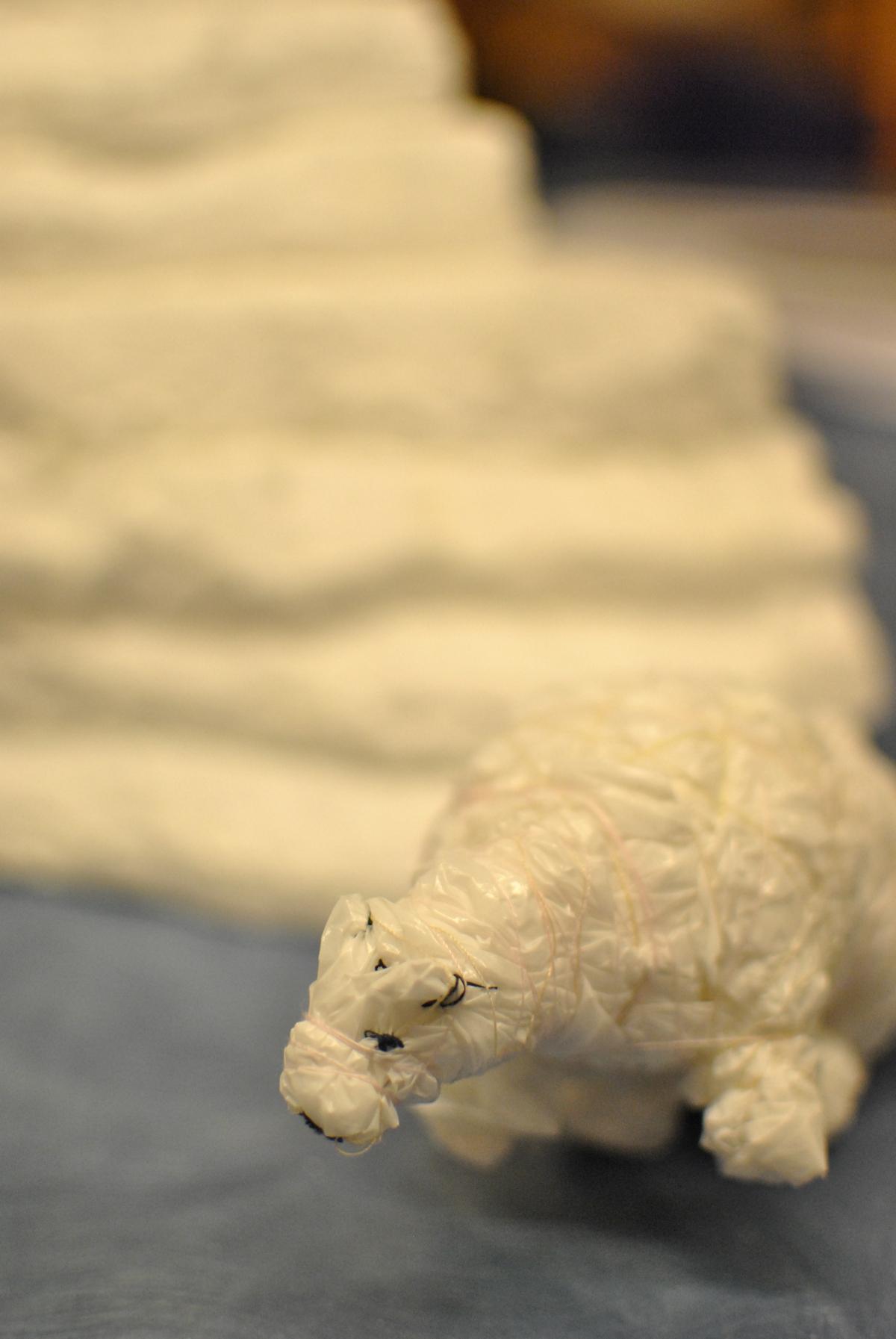 Plastic Bag Polar Bear (S.M.)