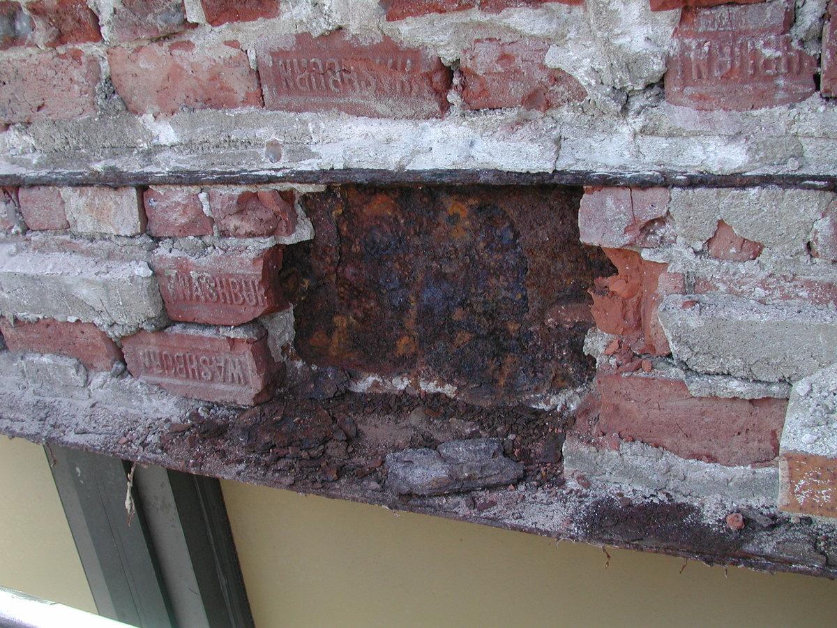 Corroeded steel lintel