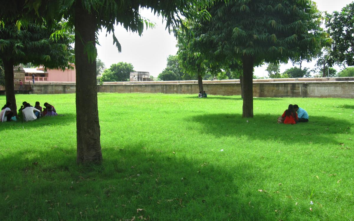 The lush retreat encompassing Adalaj Vav
