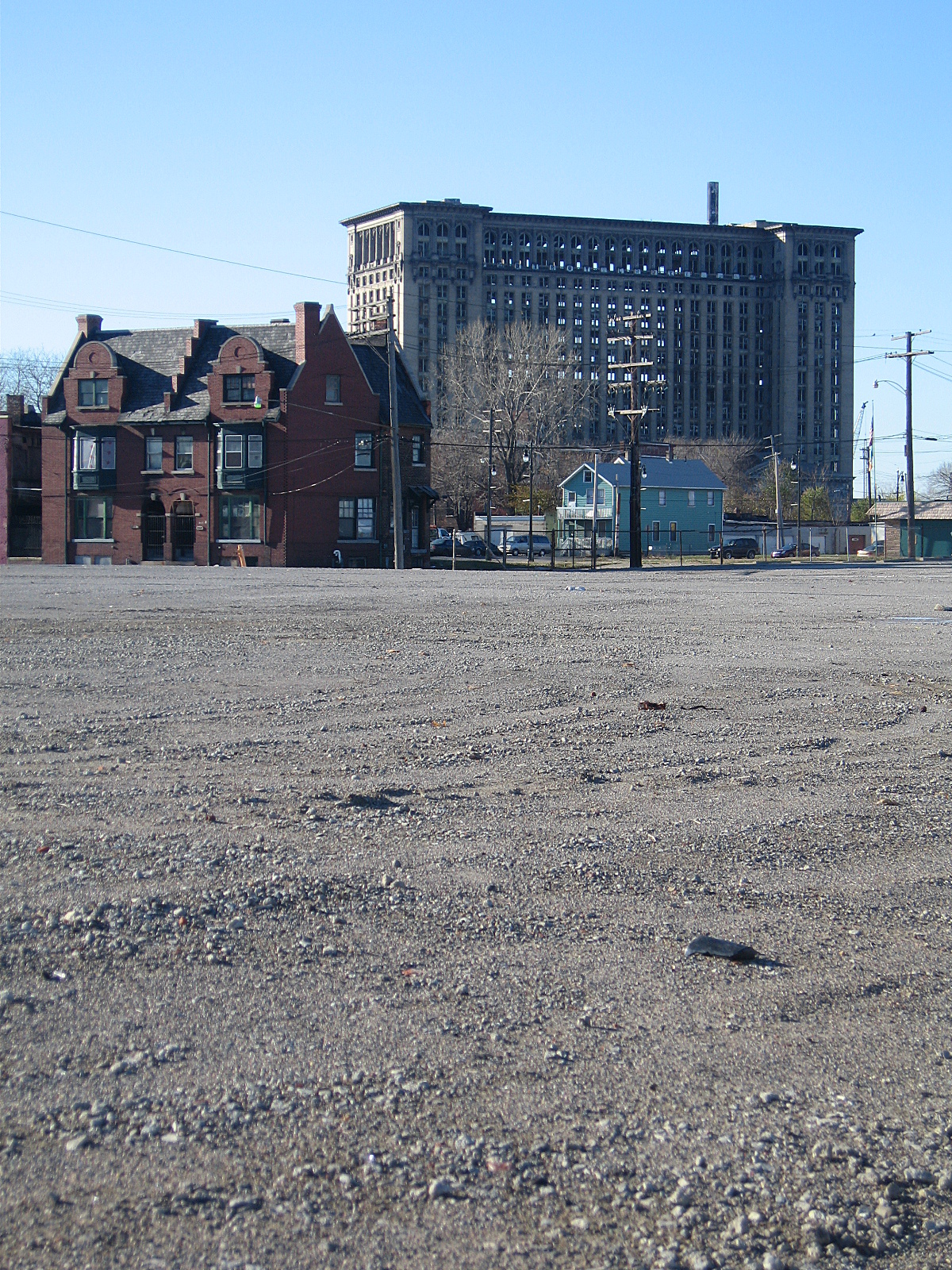 Vacant space between Michigan Avenue and I-75