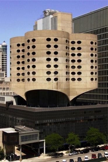 The old Prentice Women's Hospital by Bertrand Goldberg. (Photo: Umbugbene/Wikipedia)