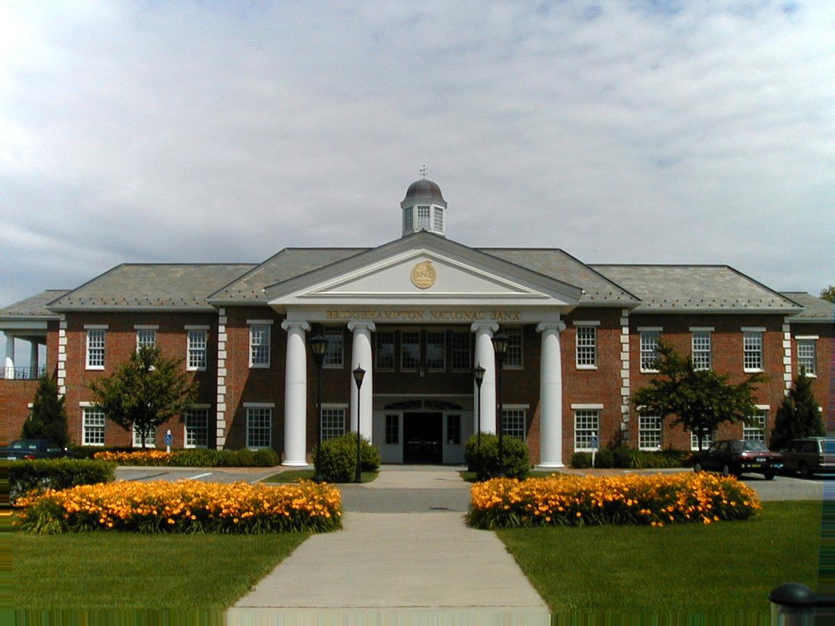 Context-sensitive neo-Georgian banking headquarters in the Hamptons, New York State.