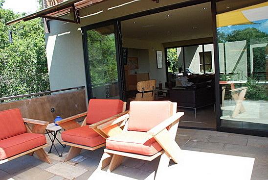 Middle balcony
