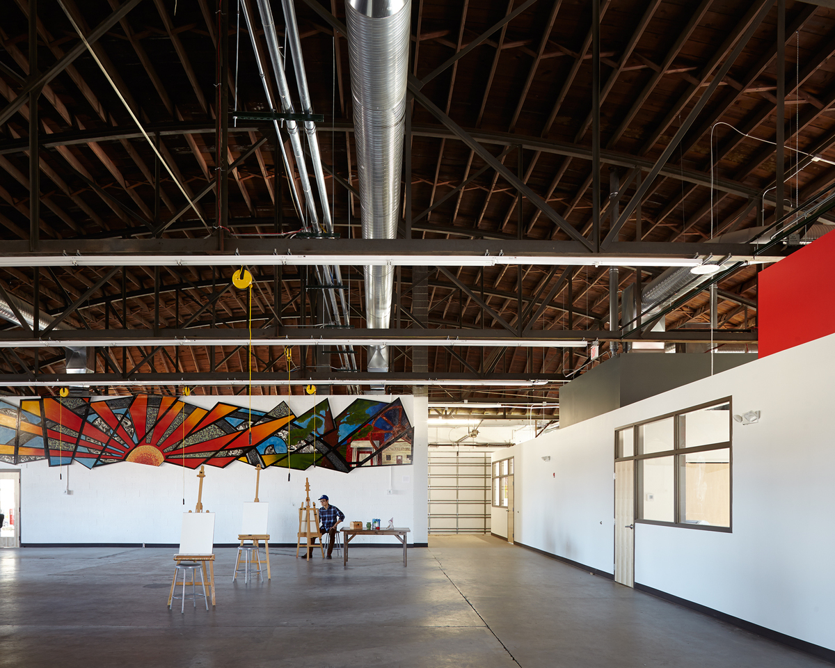 an open-studio floor plan was created to maximize space around a centralized gallery