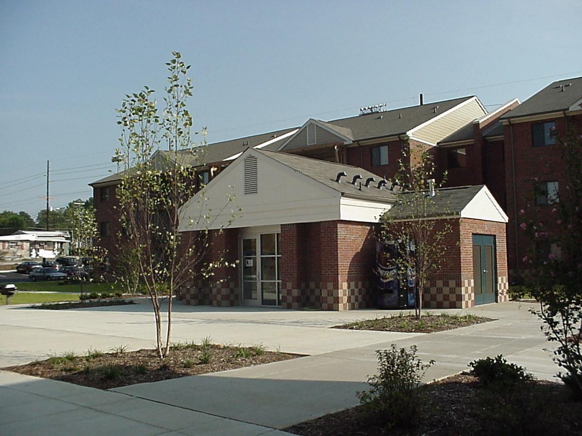 Courtyard/Laundry Facility