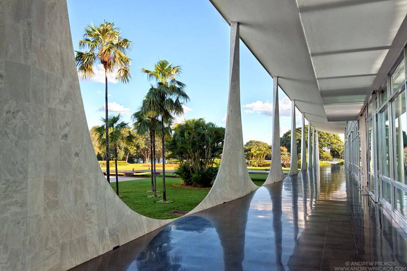 Palacio da Alvorada, Brasilia. Architect: Oscar Niemeyer © Andrew Prokos