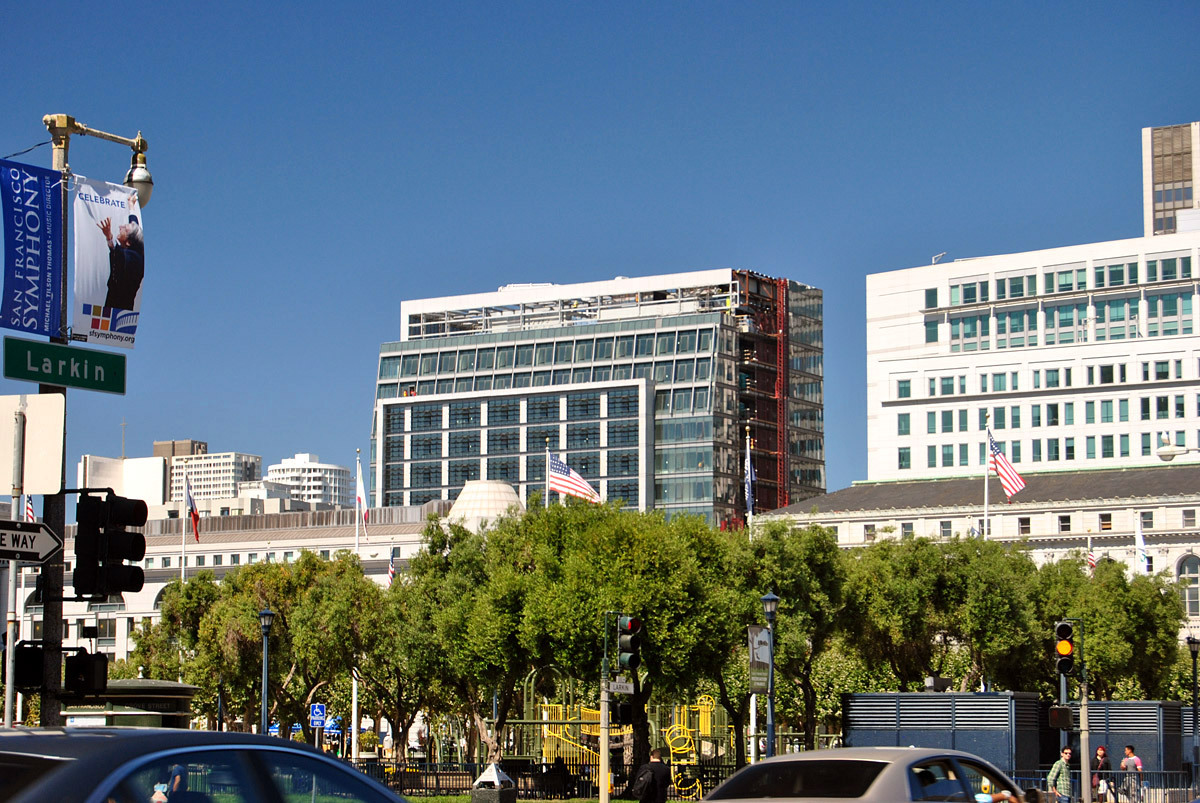 View of rear of 525 Golden Gate looking north/northeast from San Francisco Civic Center Plaza (Photo: Nam Henderson)